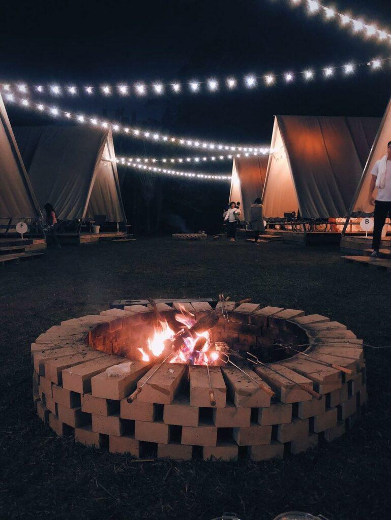 蟬說:山中靜靜免搭帳露營設有營火供人烤棉花糖